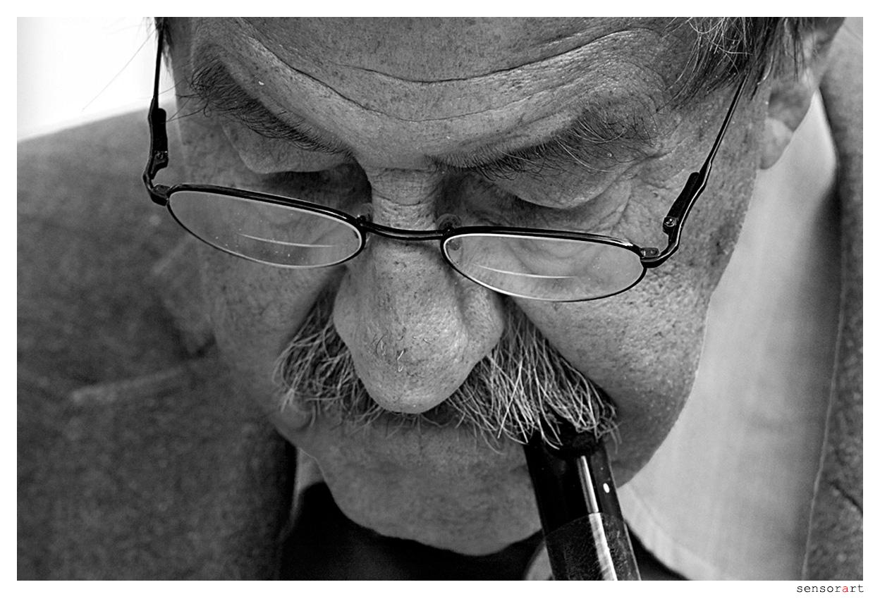 Günter Grass beim Signieren