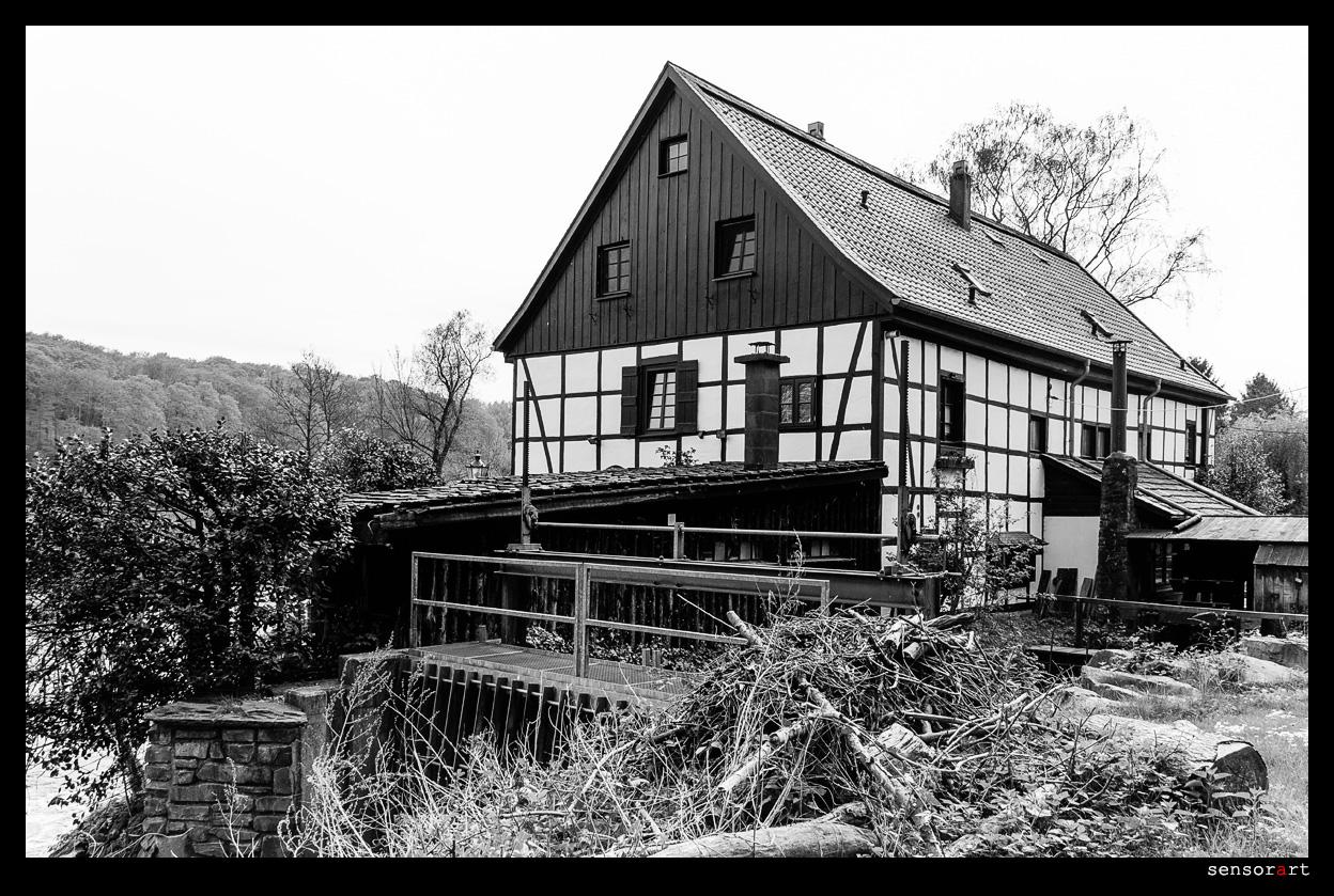 Innenkotten in Schwarzweiss