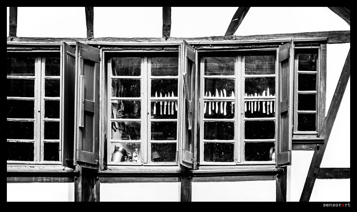 Messer im Fenster